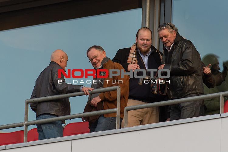 19.12.2015, HDI Arena,  Hannover, GER, 1.FBL, Hannover 96 vs FC Bayern Muenchen, <br /> <br /> im Bild / picture shows<br /> Martin Kind (Pr&auml;sident / Praesindent Hannover 96) mit Stephan Weil (Ministerpr&auml;sident / Ministerpraesident Niedersachsen) auf der VIP-Tribuene, Halbkoerper, Querformat<br /> <br /> Foto &copy; nordphoto / Ewert