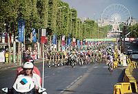 The peloton led by Team SKY arrives on the Champs-Elys&eacute;es<br /> <br /> Final stage 21 - Chantilly &rsaquo; Paris/Champs Elys&eacute;es (113km)<br /> 103rd Tour de France 2016