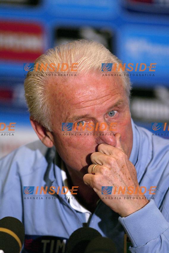 Coverciano 25/5/2004 Primo giorno di ritiro della nazionale italiana in vista degli Europei 2004 in Portogallo. <br /> Giovanni Trapattoni, allenatore dell'Italia durante la conferenza stampa<br /> Foto Andrea Staccioli Insidefoto