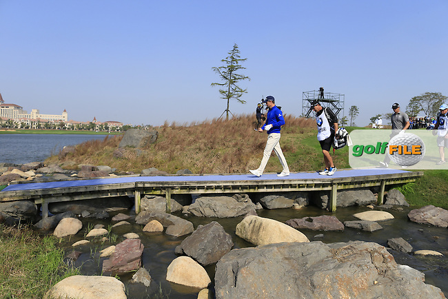 Justin Rose (ENG) walks to the 9th tee during Sunday's Final Round of the 2014 BMW Masters held at Lake Malaren, Shanghai, China. 2nd November 2014.<br /> Picture: Eoin Clarke www.golffile.ie