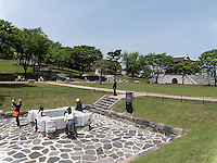 Brunnen und Tor Gongbukmen in der Festung Jinjuseong in Jinju, Provinz Gyeongsangnam-do, S&uuml;dkorea, Asien<br /> Well and gate Gongbukmen in fortress Junjuseong in Jinju,  province Gyeongsangnam-do, South Korea, Asia