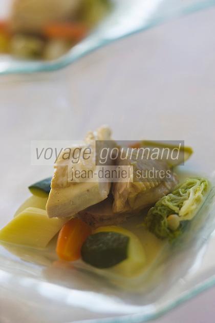 Europe/France/Aquitaine/64/Pyrénées-Atlantiques/Pau: Poule au court bouillon de légumes d'Henri IV sauce suprême, recette de  Laurent Ithurriague, restaurant:  Au Fin Gourmet,