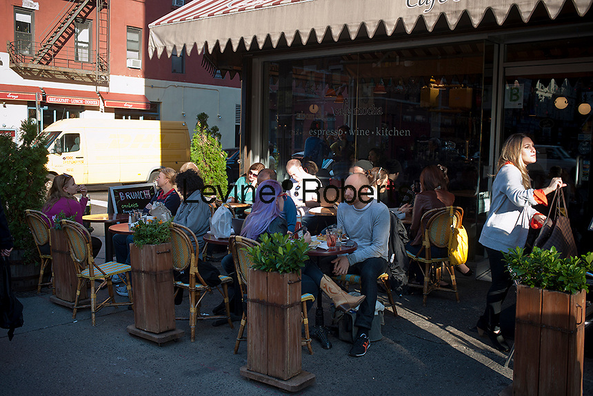 Al fresco dining on a warm fall day  in the New York neighborhood of the East Village on Sunday, October 21, 2012. (© Richard B. Levine)