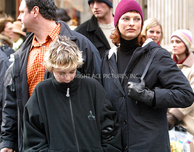 Model Linda Evangelista with family members shopping at Apple computer store in SoHo. New York, December 21, 2002. Please byline: Alecsey Boldeskul/NY Photo Press.   ..*PAY-PER-USE*      ....NY Photo Press:  ..phone (646) 267-6913;   ..e-mail: info@nyphotopress.com