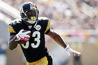 PITTSBURGH, PA - OCTOBER 09:  Isaac Redman #33 of the Pittsburgh Steelers runs with the ball against the Tennessee Titans during the game on October 9, 2011 at Heinz Field in Pittsburgh, Pennsylvania.  (Photo by Jared Wickerham/Getty Images)