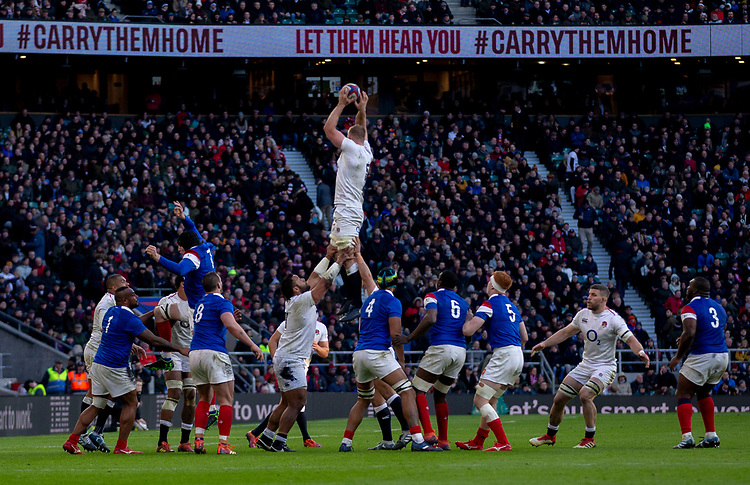 England's George Kruis claims the lineout<br /> <br /> Photographer Bob Bradford/CameraSport<br /> <br /> Guinness Six Nations Championship - England v France - Sunday 10th February 2019 - Twickenham Stadium - London<br /> <br /> World Copyright &copy; 2019 CameraSport. All rights reserved. 43 Linden Ave. Countesthorpe. Leicester. England. LE8 5PG - Tel: +44 (0) 116 277 4147 - admin@camerasport.com - www.camerasport.com