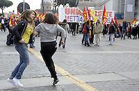 Roma, 11 Marzo 2011.Sciopero e corteo del sindacato autonomo Unione Sindacale di Base.Ragazze ballano