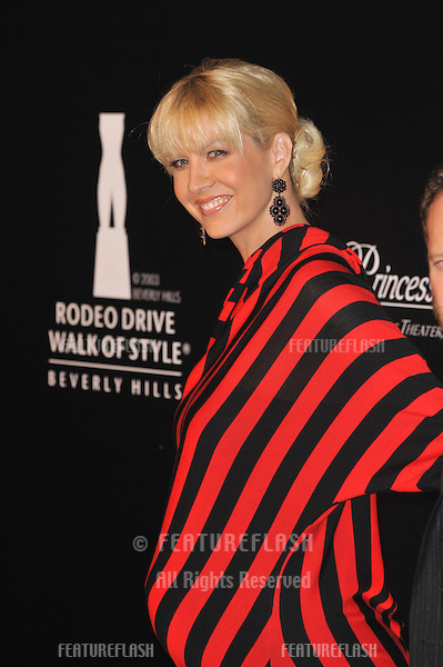 Jenna Elfman at the 2009 Rodeo Drive Walk of Style Awards which honored Princess Grace of Monaco (posthumous) and French jeweler Cartier..October 22, 2009  Beverly Hills, CA.Picture: Paul Smith / Featureflash