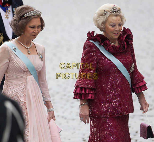QUEEN SOFIA OF SPAIN & QUEEN BEATRIX OF THE NETHERLANDS.At the Wedding Of Swedish Crown Princess Victoria and Daniel Westling, at Lejonbacken Terrace, Royal Palace, Stockholm, Sweden,.19th June 2010..half length blue sash red maroon beige dress crown .CAP/PPG/JH.©Jens Hartmann/People Picture/Capital Pictures