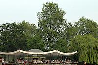 LONDON-UK- 24-05-2008. Restaurante en el lago Serpentine en el Hyde Park, Londres. Restaurant  in the Serpentine  Lake at Hyde Park, London. Photo: VizzorImage