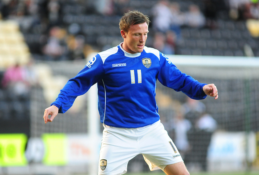 Notts County's Garry Thompson during the pre-match warm-up <br /> <br /> Photographer Andrew Vaughan/CameraSport<br /> <br /> Football - The Football League Sky Bet League One - Notts County v Preston North End - Tuesday 21st April 2015 - Meadow Lane - Nottingham<br /> <br /> &copy; CameraSport - 43 Linden Ave. Countesthorpe. Leicester. England. LE8 5PG - Tel: +44 (0) 116 277 4147 - admin@camerasport.com - www.camerasport.com