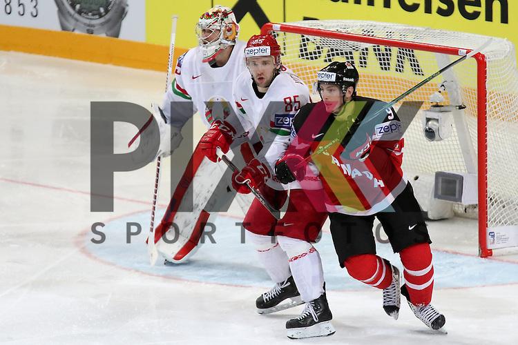 Canadas Duchene, Matt (Nr.9) im Zweikampf mit Belarus Volkov, Artyom (Nr.85)(Avangard Omsk)  im Spiel IIHF WC15 Canada vs. Belarus<br /> <br /> Foto &copy; P-I-X.org *** Foto ist honorarpflichtig! *** Auf Anfrage in hoeherer Qualitaet/Aufloesung. Belegexemplar erbeten. Veroeffentlichung ausschliesslich fuer journalistisch-publizistische Zwecke. For editorial use only.