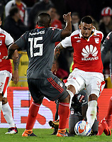 BOGOTA - COLOMBIA - 21 - 03 - 2018: Yeison Gordillo (Der.) jugador de Independiente Santa Fe, disputa el balón con Elkin Blanco (Izq.) jugador de America de Cali, durante partido aplazado de la fecha 3 entre Independiente Santa Fe y America de Cali, por la Liga Aguila I 2018, en el estadio Nemesio Camacho El Campin de la ciudad de Bogota. / Yeison Gordillo (R) player of Independiente Santa Fe struggles for the ball with Elkin Blanco (Izq.) player of America de Cali, during a posponed match of the 3rd date between Independiente Santa Fe and America de Cali, for the Liga Aguila I 2018 at the Nemesio Camacho El Campin Stadium in Bogota city, Photo: VizzorImage / Luis Ramirez / Staff.