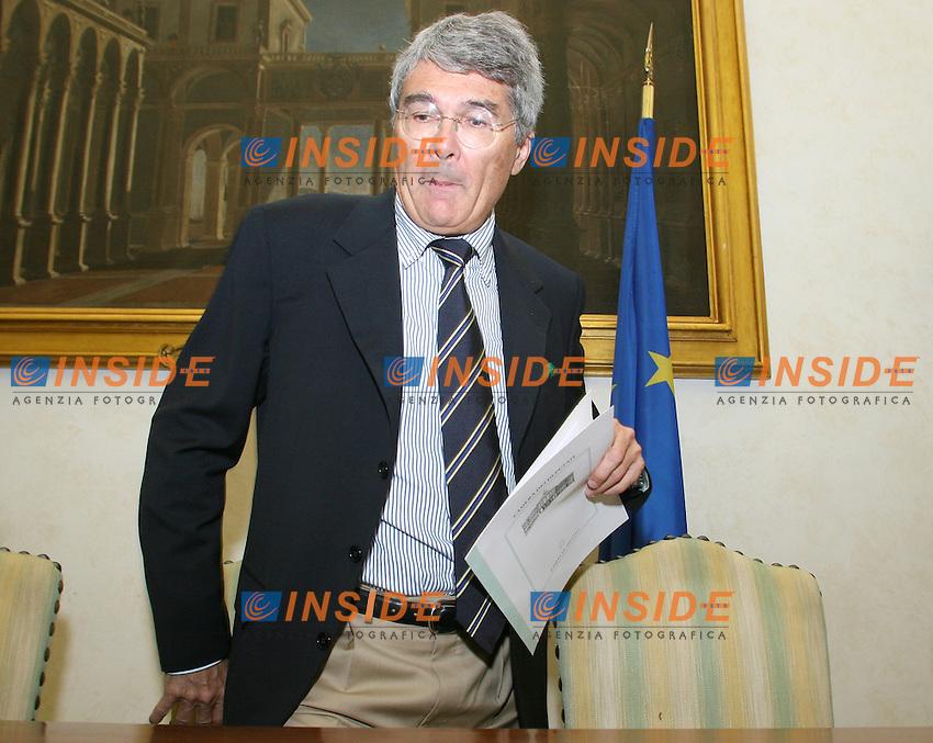 2008-05-28 Camera: Conferenza Stampa della Lega Nord.Roberto Castelli.Photo Serena Cremaschi Insidefoto