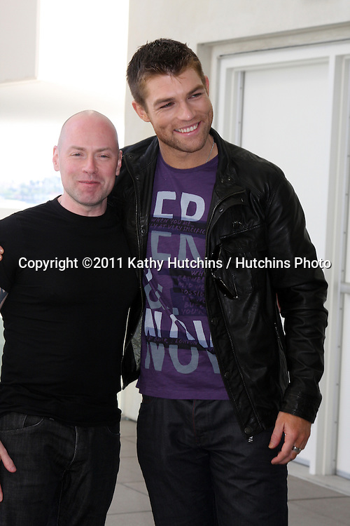 SAN DIEGO - JUL 22:  Steven S. DeKnight, Liam McIntyre at the 2011 Comic-Con Convention - Day 2 at San Diego Convention Center on July 22, 2010 in San DIego, CA