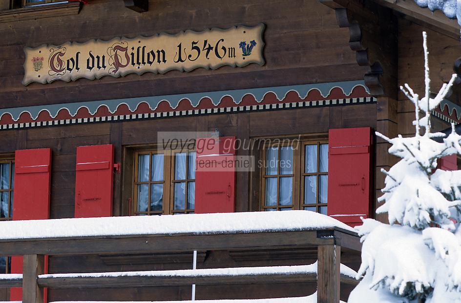 Europe/Suisse/Saanenland/Env Gstaad: Col du Pillon - Détail chalet du restaurant du col