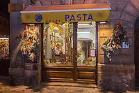 Italie, Val d'Aoste, Aoste : Ernesta Vigna, pâtes fraiches , boutique: Punto Pasta,// Italy, Aosta Valley, Aosta: Punto Pasta,, shop