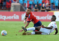MEDELLÍN - COLOMBIA, 23-09-2017: Leonardo Castro (Izq) jugador del Medellín disputa el balón con Cristian Maidana (Der) de Rionegro durante el partido entre Independiente Medellín y Rionegro Águilas por la fecha 13 de la Liga Águila II 2017 jugado en el estadio Atanasio Girardot de la ciudad de Medellín. / Leonardo Castro (L) player of Medellin vies for the ball with Cristian Maidana (R) player of Rionegro during match between Independiente Medellin and Rionegro Aguilas for the date 13 of the Aguila League II 2017 played at Atanasio Girardot stadium in Medellin city. Photo: VizzorImage/ León Monsalve / Cont