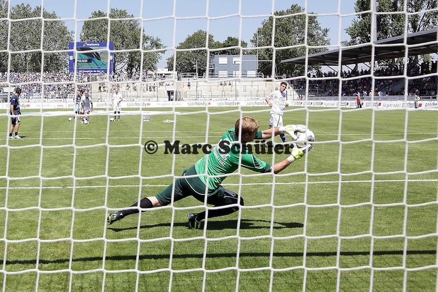 Soeren Pirson (FSV) haelt - 21.07.2013: FSV Frankfurt vs. Karlsruher SC, Frankfurter Volksbank Stadion