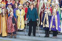 14-01-07 Merkel mit Krücken