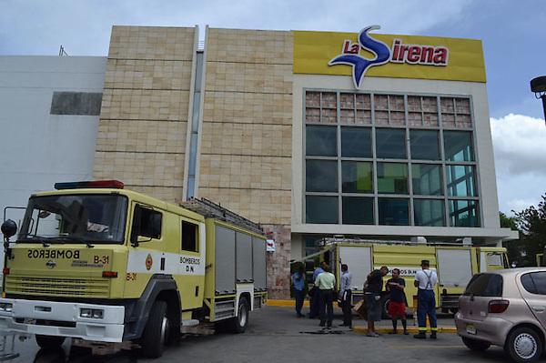 Incendio en el area de pollo victorin en el multicentro churchill.Foto:Cesar de la Cruz.Fecha:.