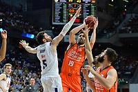 MADRID, ESPAÑA - 11 DE JUNIO DE 2017: Rudy Fernandez y Fernando San Emeterio durante el partido entre Real Madrid y Valencia Basket, correspondiente al segundo encuentro de playoff de la final de la Liga Endesa, disputado en el WiZink Center de Madrid. (Foto: Mateo Villalba-Agencia LOF)