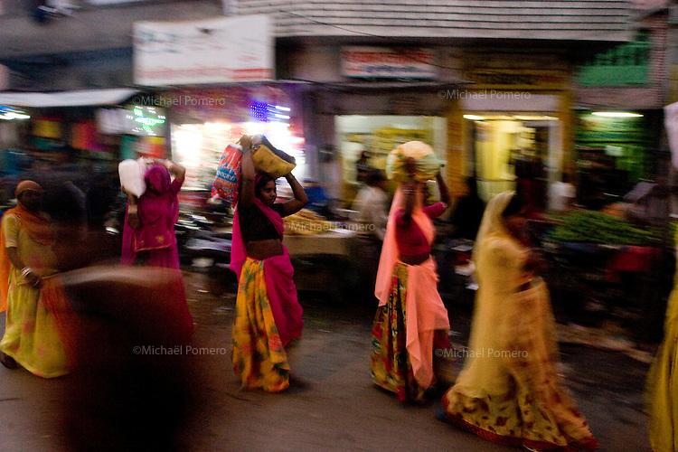 25.11.2010 Udaipur (Rajasthan)<br /> <br /> Women in the market.<br /> <br /> Femmes au marché.