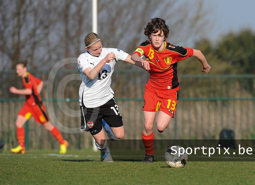 U19 Belgian Red Flames - Austria :<br /> <br /> Duel schouder tegen schouder tussen Tinne Van Den Bergh (R) en Franziska Sottner (L)<br /> <br /> foto Dirk Vuylsteke / Nikonpro.be