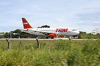 PORTO SEGURO, BA, 29.01.2008 - TAM - imagem de arquivo de Air Bus modelo A-320 da companhia aérea Tam Linhas Aéreas, visto no aeroporto de Porto Seguro (BA). (Foto: Joá Souza / Brazil Photo Press)