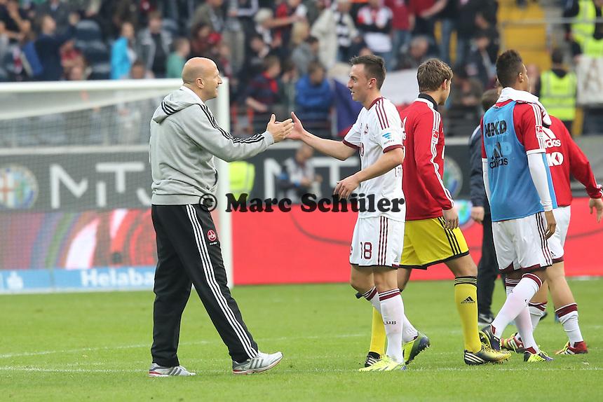 Interimstrainer Roger Prinzen (Nürnberg) feiert den Punktgewinn mit Torschütze Josip Drmic (Nürnberg) - Eintracht Frankfurt vs. 1. FC Nuernberg,