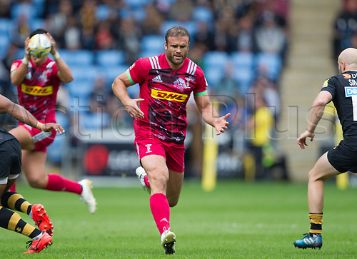 17th September 2017, Ricoh Arena, Coventry, England; Aviva Premiership rugby, Wasps versus Harlequins;  Jamie Roberts runs a defensive pattern for Harlequins