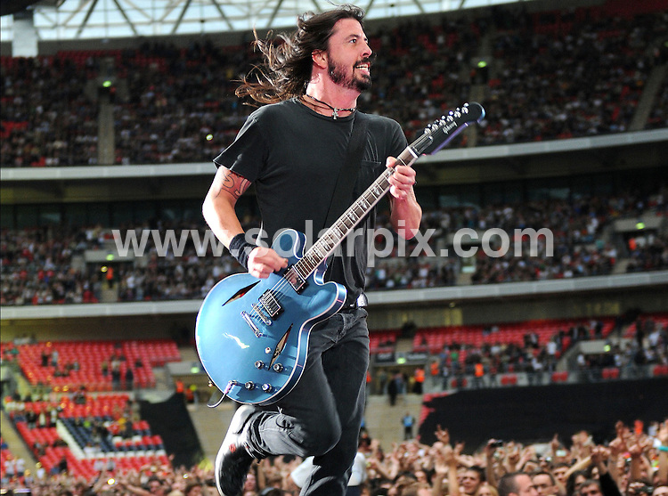 **ALL ROUND PICTURES FROM SOLARPIX.COM**.**WORLDWIDE SYNDICATION RIGHTS**.The Foo Fighters perform live at Wembley Stadium, London, UK.  6th June 2008..This pic: Dave Grohl and The Foo Fighters..JOB REF: 6601 SSD     DATE: 06_06_2008.**MUST CREDIT SOLARPIX.COM OR DOUBLE FEE WILL BE CHARGED* *UNDER NO CIRCUMSTANCES IS THIS IMAGE TO BE REPRODUCED FOR ANY ONLINE EDITION WITHOUT PRIOR PERMISSION*