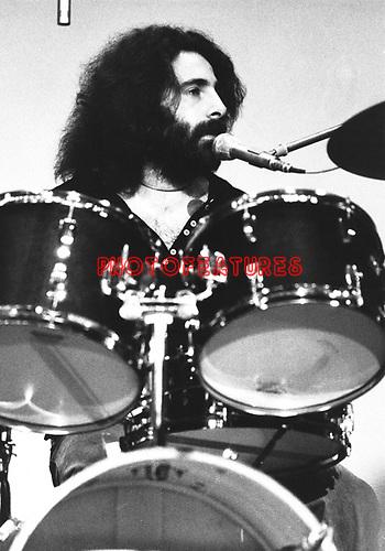 10cc  1973  Kevin Godley..© Chris Walter..