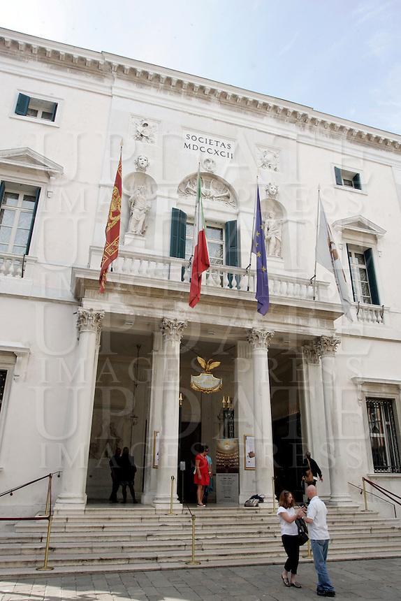 La facciata del Gran Teatro La Fenice a Venezia.<br /> The facade of the Gran Teatro La Fenice opera house in Venice.<br /> UPDATE IMAGES PRESS/Riccardo De Luca
