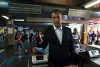 SAO PAULO, SP, 27 DE DEZEMBRO DE 2012 - TRANSPORTE - O presidente da EMTU/SP, Joaquim Lopes, nesta quinta-feira (27) da início a implantação do cartão BOM (Bilhete do Ônibus Metropolitano) na estacao Tucuruvi do Metro, zona norte da cidade. FOTO (RICARDO LOU - BRAZIL PHOTO PRESS)