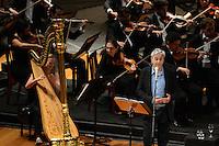 RIO DE JANEIRO, RJ, 16 AGOSTO 2012 -  ANIVERSARIO DA JB FM- O cantor Caetano Veloso participa com a Orquestra Sinfonica Brasileira do aniversario da Radio JBFM no Theatro Municipal, na Cinelandia, centro do Rio de Janeiro.(FOTO:MARCELO FONSECA / BRAZIL PHOTO PRESS).