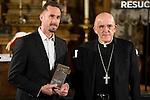 "Parish priest gives Madrimana Award to Joseph Fiennes during the presentation of the film ""Resucitado"" at the church of San Antonio de los Alemanes in Madrid, March 16, 2016. (ALTERPHOTOS/BorjaB.Hojas)"