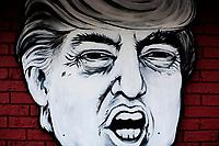 Ohio, Usa. Oktober 2016. En pizzarestaurant i Athens Ohio har dekorert fasaden sin med Hillary og Donald, med hver sin pizza. Fotografier til dokument om valget i Usa og Appalachene. Foto: Christopher Olssøn