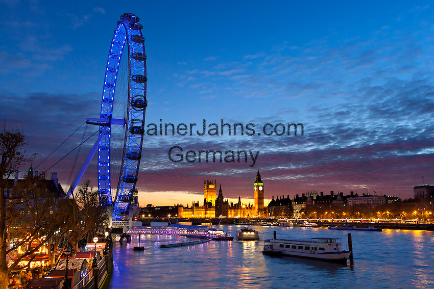 Great Britain, England, London: View from South Bank with Christmas market over River Thames to the London Eye and Houses of Parliament at dusk | Grossbritannien, England, London: Blick von South Bank mit Weihnachtsmarkt ueber die Themse zum London Eye und den Houses of Parliament zur Abenddaemmerung