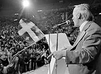 RenŽ LŽvesque a l'arŽna Maurice Richard, 1980<br /> jacques nadeau