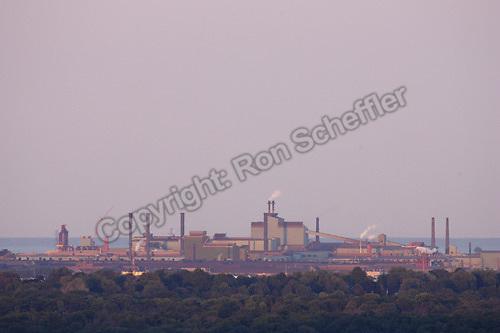 August 21, 2004. Hamilton, Ontario. A view of steel manufacturer Dofasco looking east from the Niagara Escarpment...Photo: Ron Scheffler