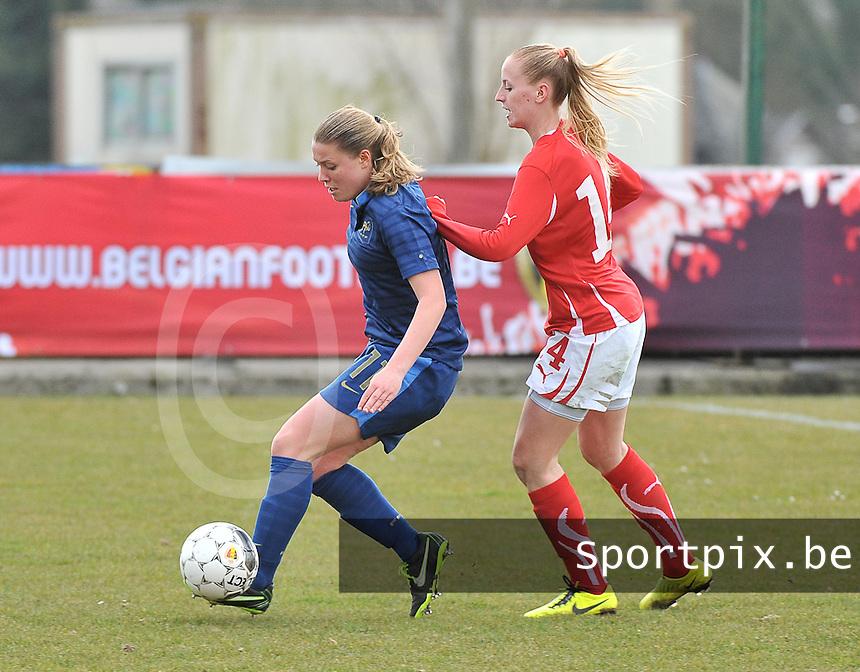 Switzerland U19 - France U19 : Léa Declercq on the ball before Nina Stapelfeldt (right).foto DAVID CATRY / Nikonpro.be