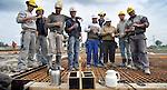 """BLEISWIJK - In Bleiswijk poseren blije Portugezen tijdens de koffiepauze tijdens de bouw door Ballast Nedam van een nieuwe schakelstation voor Tennet ten zuiden van de snelweg A12. Het hoogspanningsstation vormt straks de schakel tussen de Noordring en de Zuidring van de nieuwe 380kV-verbinding door de Randstad en gaat drie grote elektriciteitssnelwegen met elkaar verbinden. Vanwege de geplande bouw van het nieuwe vervoersknooppunt Bleizo moet het huidige schakelstation ten noorden van de snelweg vervangen worden en zal het nieuwe station een moderne Hybride installaties krijgen en daarbij de eerste HIS (Highly Integrated Switchgear) in Nederland. Hoewel de ze zelf zeggen dat Portugezen vooral erg mooi is om op vakantie te zijn, werken de Portugezen liever in Nederland. """"Bij ons is geen werk, hier wel."""" COPYRIGHT TON BORSBOOM"""