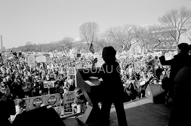 Washington DC.District of Columbia.USA.January 27, 2007..California Democrat Maxine Waters, a Democratic member of the U.S. House of Representatives, addresses the crowd of anti-iraqi war demonstration on the National Mall in Washington DC. Tens of thousands massed to demand that Congress cut off funds for the Iraq war.  ....