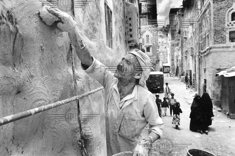 © Tim Dirven / Panos Pictures..San'a, YEMEN..A painter restoring a house in the city centre. The old centre of the Yemeni capital is protected by UNESCO as a World Heritage Site.