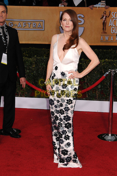 Julianne Moore (wearing Chanel).Arrivals at the 19th Annual Screen Actors Guild Awards at the Shrine Auditorium in Los Angeles, California, USA..27th January 2013.SAG SAGs full length black white floral embroidery print dress hand on hip couture low cut neckline .CAP/ADM/BP.©Byron Purvis/AdMedia/Capital Pictures