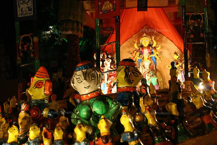 10.10.2005 Calcutta(West Bengal)<br /> <br /> Decorative temple entrance during the Durga festival.<br /> <br /> Entrée d'un temple décoratif pendant la fête de Durga.