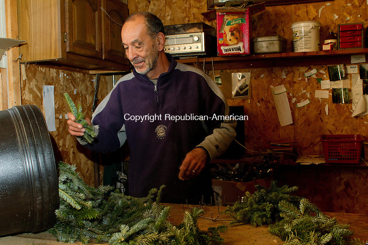 MIDDLEBURY, CT, 01 December, 2015 - 12015LW03 - Anthony Calabrese, owner of Busy Acres Tree farm in Middlebury, makes fraser fir wreathes in his shop Tuesday.<br /> Laraine Weschler Republican-American