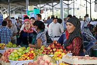 Uzbekistan, Tashkent. Chorsu Bazaar. Fruit.