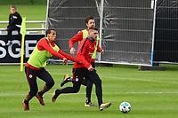 Ante Rebic (Eintracht Frankfurt) setzt sich gegen Timothy Chandler (Eintracht Frankfurt) und Marco Russ (Eintracht Frankfurt) durch - 10.10.2017: Eintracht Frankfurt Training, Commerzbank Arena